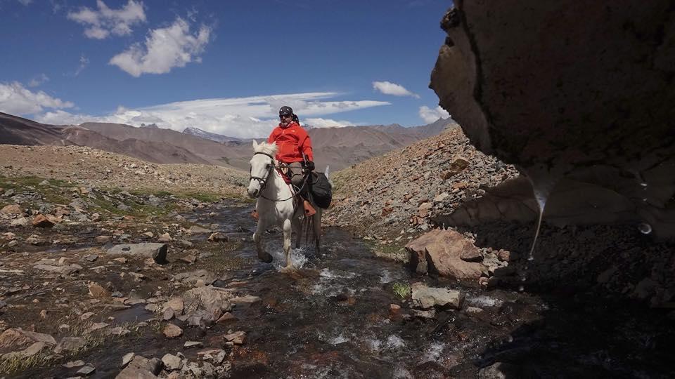 Sobreviviente de la tragedia de los Andes y deportista adaptado cruzan Los Andes
